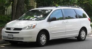 File:2004-2005 Toyota Sienna LE -- 07-15-2010.jpg - Wikimedia Commons