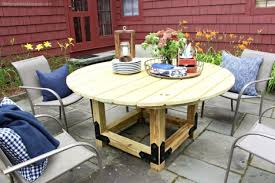 this round outdoor dining table is perfect for everyday dinners on our front patio as well as for entertaining friends and family