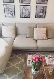 Schöne wohnzimmer gardinen nach maß wir gestallten ihr fenster individuell schabracken gardinen, schiebegardinen, vorhänge, schals modernes gardinen design ist unsere stärke schauen sie rein und bestellen sie online. Ecksofa So Integrierst Du Die Couch In S Wohnzimmer