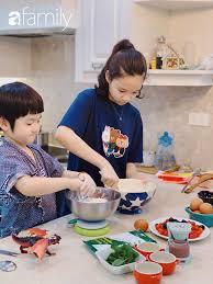 Bé gái lớp 6 học mẹ làm bánh vừa ngon vừa đẹp như thợ chuyên nghiệp