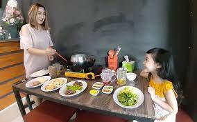 Mereka akan siap masak di tempat mereka sendiri. Sensasi Kulineran Sekaligus Masak Sendiri Di Resto Sumpit Semarang Jateng Today