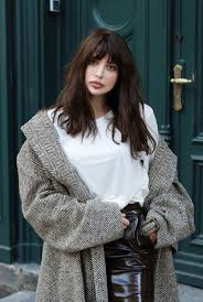 Hairstyles With Blunt Fringe 25 Best Ideas About Blunt Bangs On Pinterest Long Bob Bangs