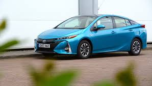 Toyota Prius Plug-in Review - GreenCarGuide.co.uk
