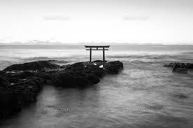 大洗磯前神社の神磯の鳥居と夜明けの海02702000504の写真素材