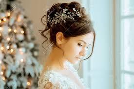 花嫁結婚式クラウン イヤリングでレース付きショート ドレス花嫁結婚式のブーケメイク髪型結婚