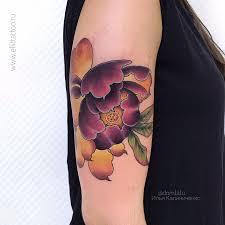 фото цветной женской татуировки на руке в стиле неотрад ньюскул
