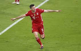 Luis suarez is the most versatile among the three players. Robert Lewandowski Fliessbandarbeit Auf Hochstem Niveau
