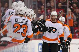 flyers win today flyers vs devils recap score couturier scores twice in fourth