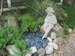 fishing boy statue