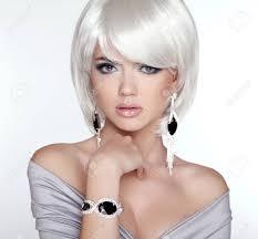 グラマー ファッション金髪の女性の肖像画メイク白いショートボブの