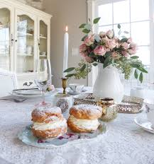 Sweet shabby chic valentines day decor ideas Heart Ive Decided To Go For Simple French Shabby Chic Look For Valentines Day This Year Trendsoutfits Five Simple Ways To Decorate For Valentines Day Styled With Lace