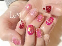 バレンタインネイルは春トレンドカラーのピンクを取り入れて