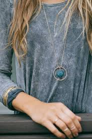 ways to style pendant necklaces