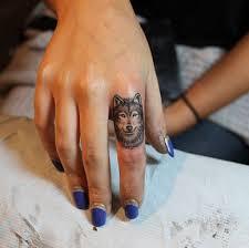 тату на для девушек на пальце фото татуировки на пальцах рук 25
