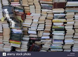 Resultado de imagen para montones de libros