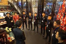 Kết quả hình ảnh cho nhân viên karaoke nam