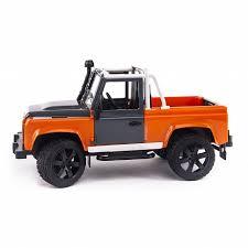 Внедорожник-пикап <b>Bruder Land Rover</b> Defender