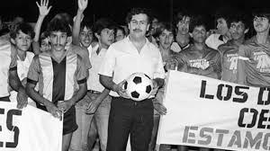 Soy licenciado en música, egresado de bellas artes, productor, arreglista, compositor, profesor de música. Colombian Soccer And The Drug Lords Howtheyplay