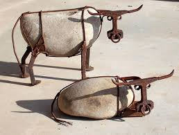 love these stone wire art cows