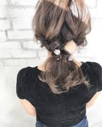 秋髪は女っぽくざっくりニットに合わせたいボブミディアムのまとめ髪