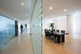 Glass conference rooms Frameless People Who Work In Glass Houses Sound Masking For Modern Conference Rooms Page Of Construction Specifier Construction Specifier People Who Work In Glass Houses Sound Masking For Modern Conference