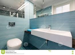 Neues Badezimmer In Hellblauem Stockfoto Bild Von Modern Luxus