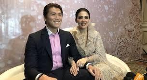 Reino barack menjelaskan hubungan syahrini dengan luna maya. Syahrini Reino Barack Undang Luna Maya Di Acara Resepsi Pernikahan