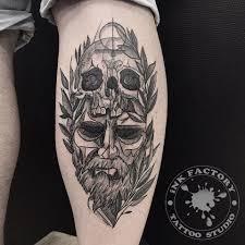 мужчина с черепом сделано в Inkfactory