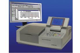 Sử dụng máy quang phổ trong phòng xét nghiệm