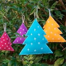 Felt Christmas Tree Decorations Make these super cute felt tree ornaments.  Great project for beginner embroiderers.
