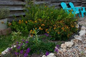 Round rock gardens Small Backyard While Pinterest Milkweed Round Rock Garden