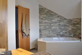 Exceptional Natursteinwand Badezimmer 13 Badewanne Mit