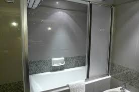 mandarin orchard singapore bathtub with full screen