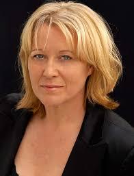 Sabine Martin begann ihre Laufbahn als Tänzerin, entschied sich aber nach vier Jahren am Stadttheater Würzburg zu einer Ausbildung als Schauspielerin, ... - Martin_sabine