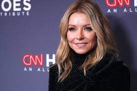 Kelly Ripa Cut Her Own Hair With ...