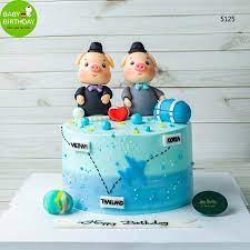 Bánh sinh nhật hình con heo ngộ nghĩnh cho bé sinh đôi hot 2020
