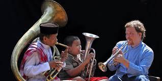 Mulai dari yang di tiup, gesek, tekan, hisap, goyang. Mengenal Musik Tradisional Asal Betawi Tanjidor M Kapanlagi Com