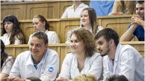 Выпускников медвузов освободили от обязательной отработки после  Студенты медики получат свободные дипломы