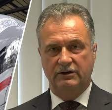 Jun 11, 2021 · dass claus weselsky am tag nach den geplatzten verhandlungen in der alteingesessenen eisenbahnerstadt spricht, ist für ihn ein glücklicher zufall. Claus Weselsky Welt