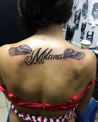 татуировка на спине у девушки надпись на английском фото