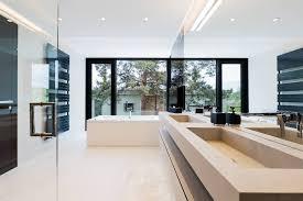 Pareti Bordeaux Immagini : Come scegliere il colore delle pareti del bagno ideagroup