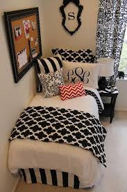 Black And White And Red Bedroom Ideas 2