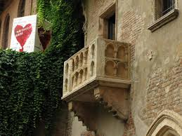 romeo et juliette balkon ile ilgili görsel sonucu