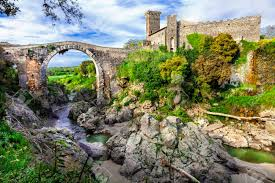 Mittelalterlichen Italien Serie - Vulci Burg Mit Eindrucksvollen Brücke,  Viterbo Lizenzfreie Fotos, Bilder Und Stock Fotografie. Image 43485977.
