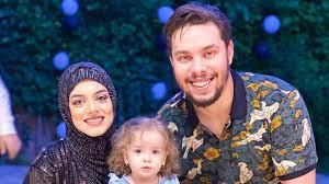 أثارا أزمات عدّة... 'يوتيوبر' مصري وزوجته مهدّدان بالسجن بعد اشتعال النيران  في سيارتهما