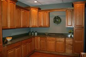 Honey maple kitchen cabinets Glass Maple Kitchen Cabinets And Wall Color Kitchen Paint Colors With Honey Maple Cabinets Best Wall Best Wall Color For Maple Kitchen Cabinets Maple Kitchen Glasgowbaptistinfo Maple Kitchen Cabinets And Wall Color Kitchen Paint Colors With