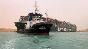 ระทึก เรือสินค้ายักษ์ ขวางคลองสุเอซ ทำเรือติดขัดเป็น 100 ลำ