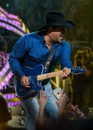 Confirmed Garth Brooks To Perform At Albertsons Stadium In