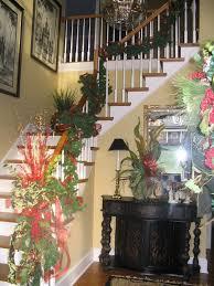 Fresh Festive Christmas Entryway Decorating Ideas_51