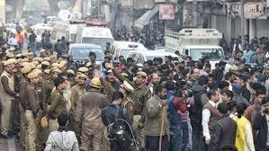 டெல்லி பயங்கர தீவிபத்தில் சிக்கி 43 பேர் பலி